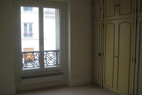 living-room-eiffel-rue-cler
